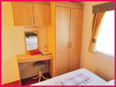 Caravan 356 - double bedroom