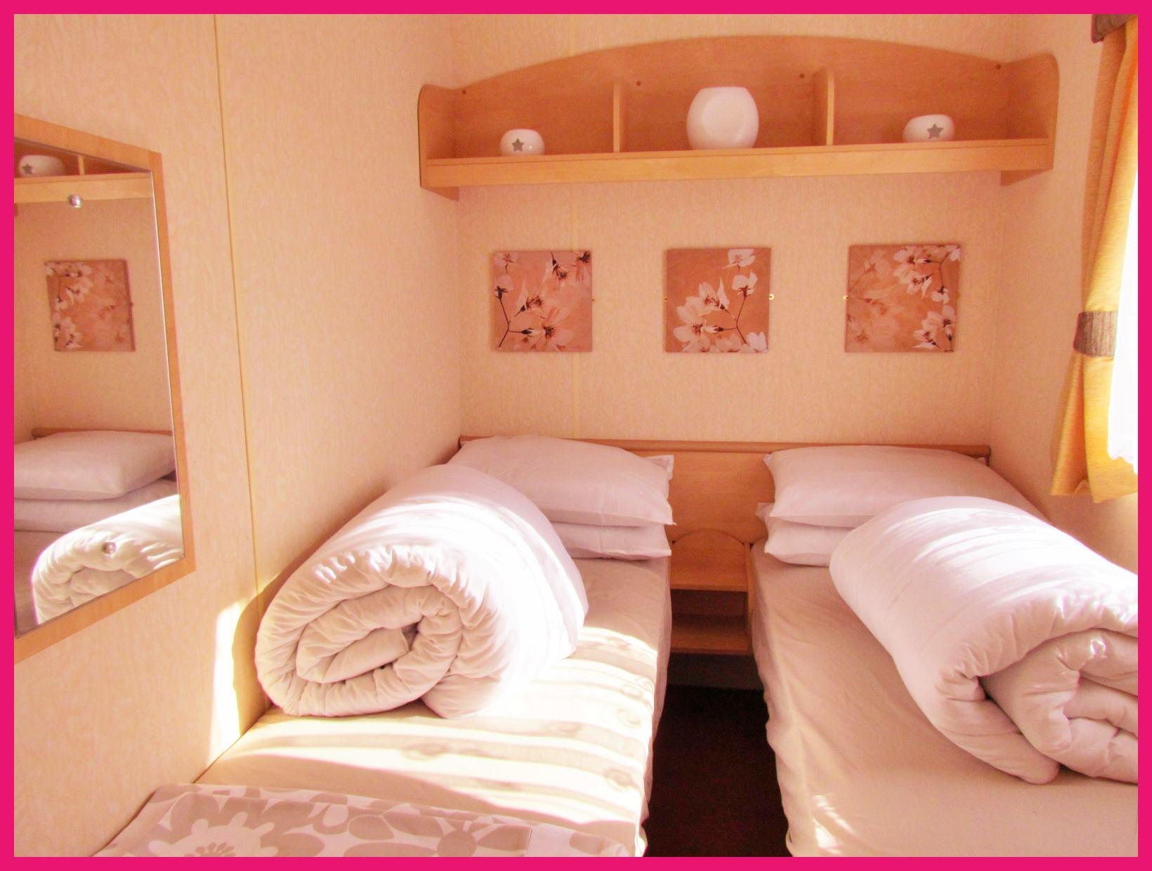 Caravan 356 twin room